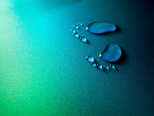 water-drop-footprints-live_life_fullest_5